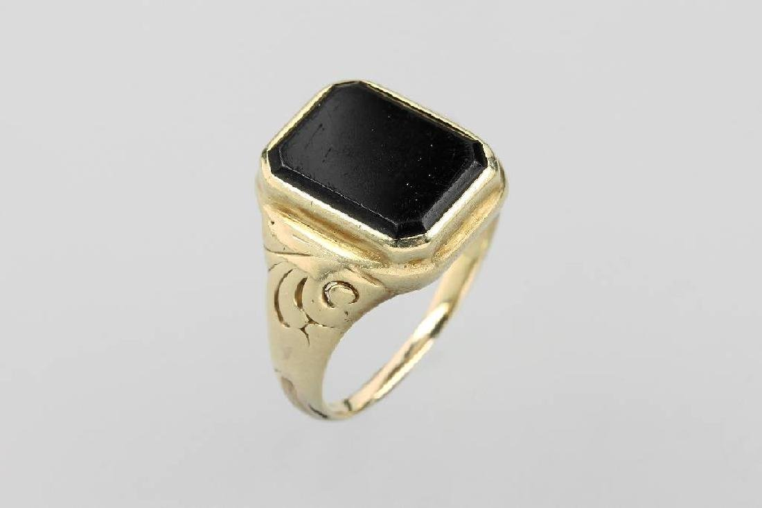 14 kt gold gents ring with onyxplate