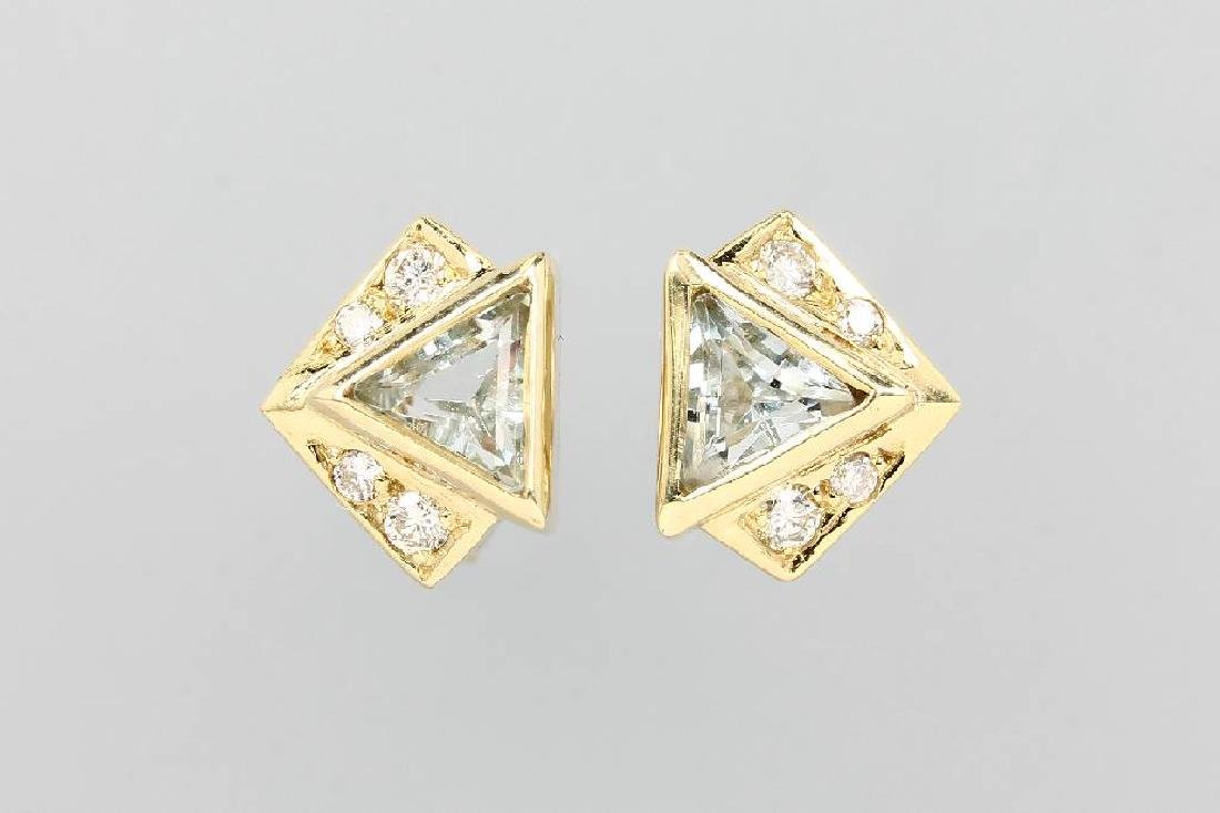 Pair of 14 kt gold earrings with brilliants and