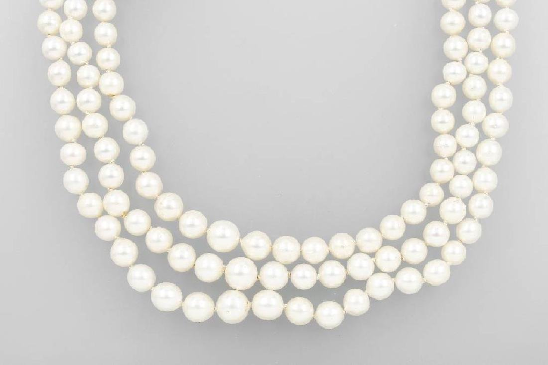 3-row necklace with cultured akoya pearls