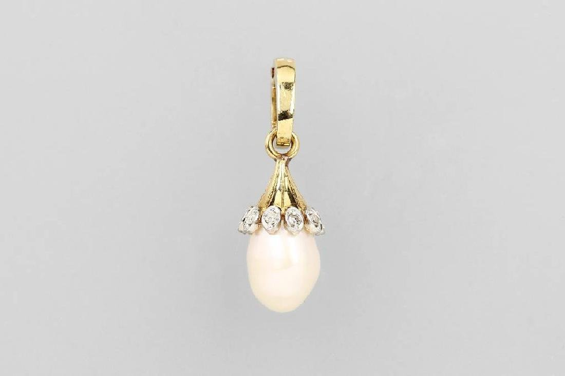 14 kt gold pendant with cultured pearl and diamonds