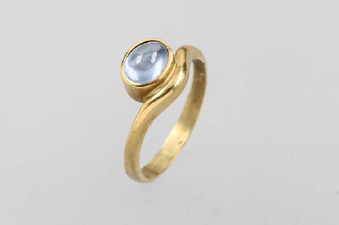 18 kt gold ring with sapphire