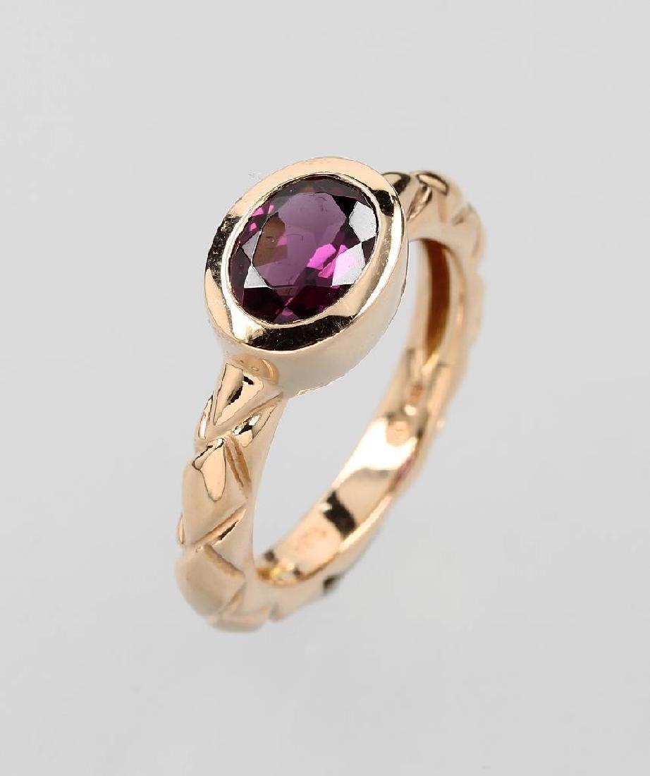 18 kt gold ring with rhodolite