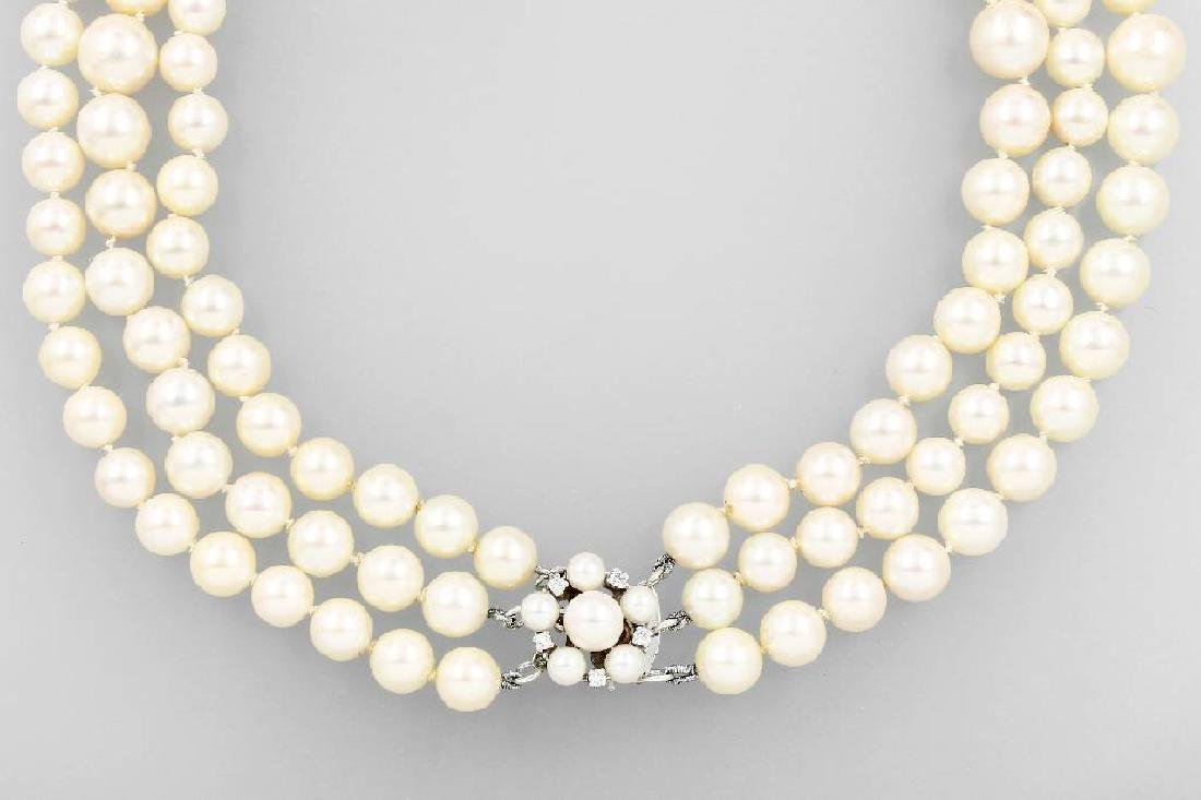 3-row necklace made of cultured akoya pearls