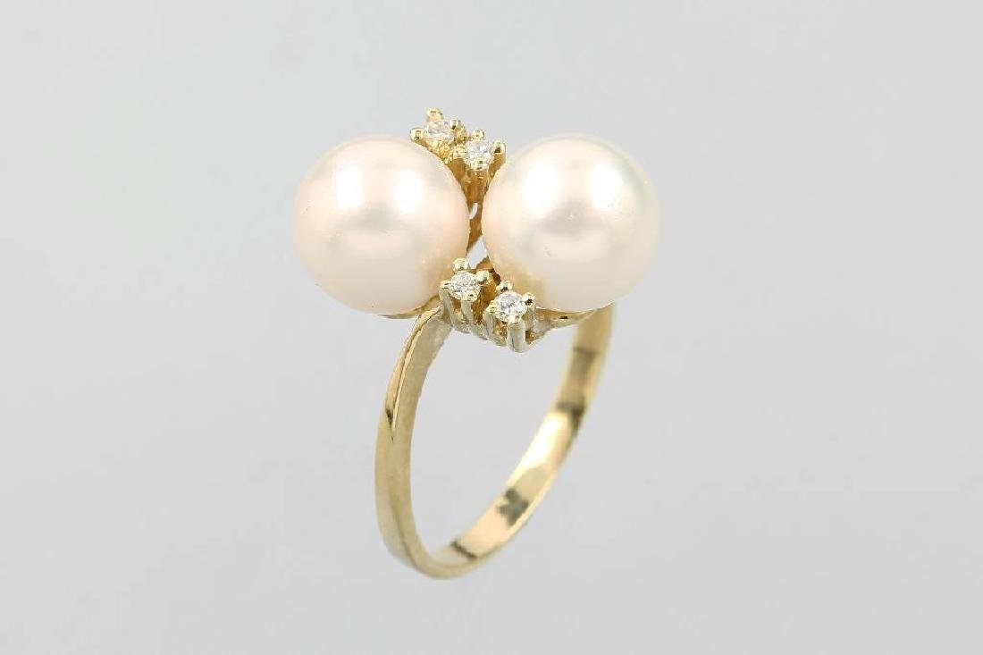 14 kt gold ring with cultured akoya pearls and