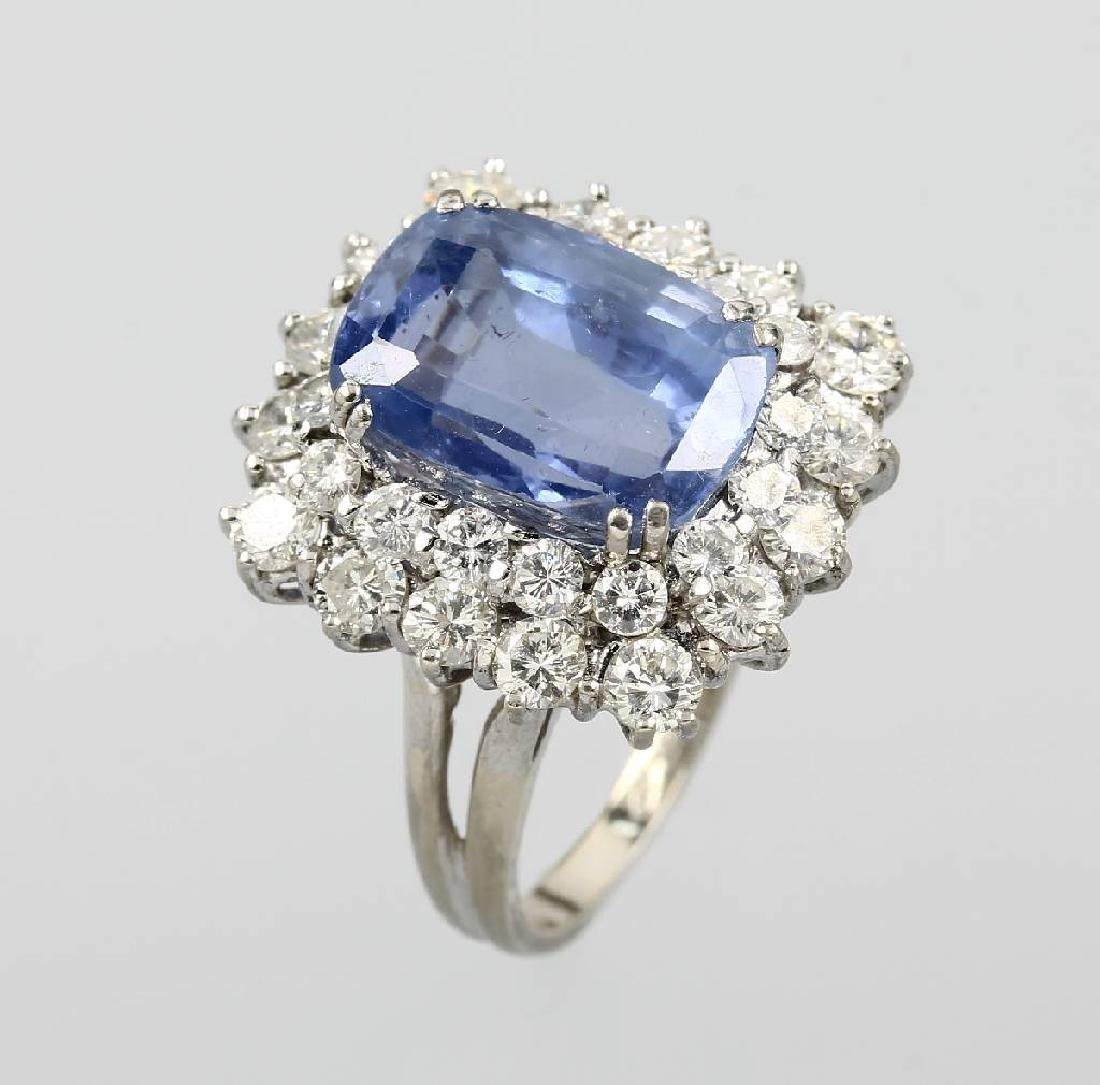 18 kt ring with sapphire and brilliants