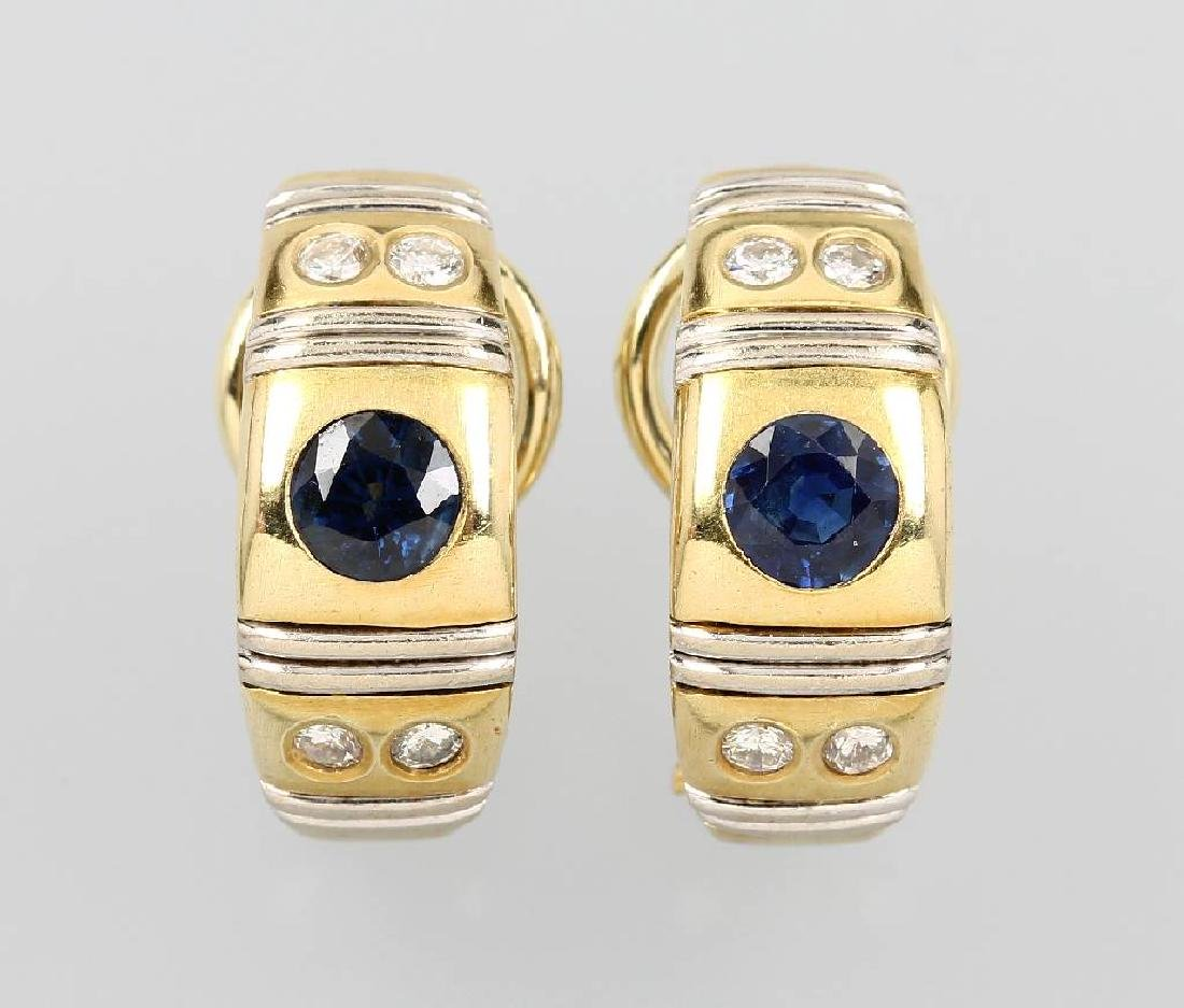 Pair of 14 kt gold earrings with sapphire and