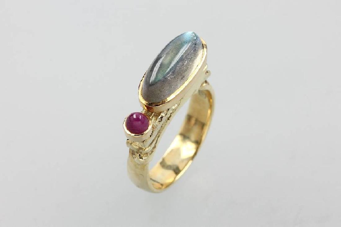 14 kt gold ring with moonstone and ruby