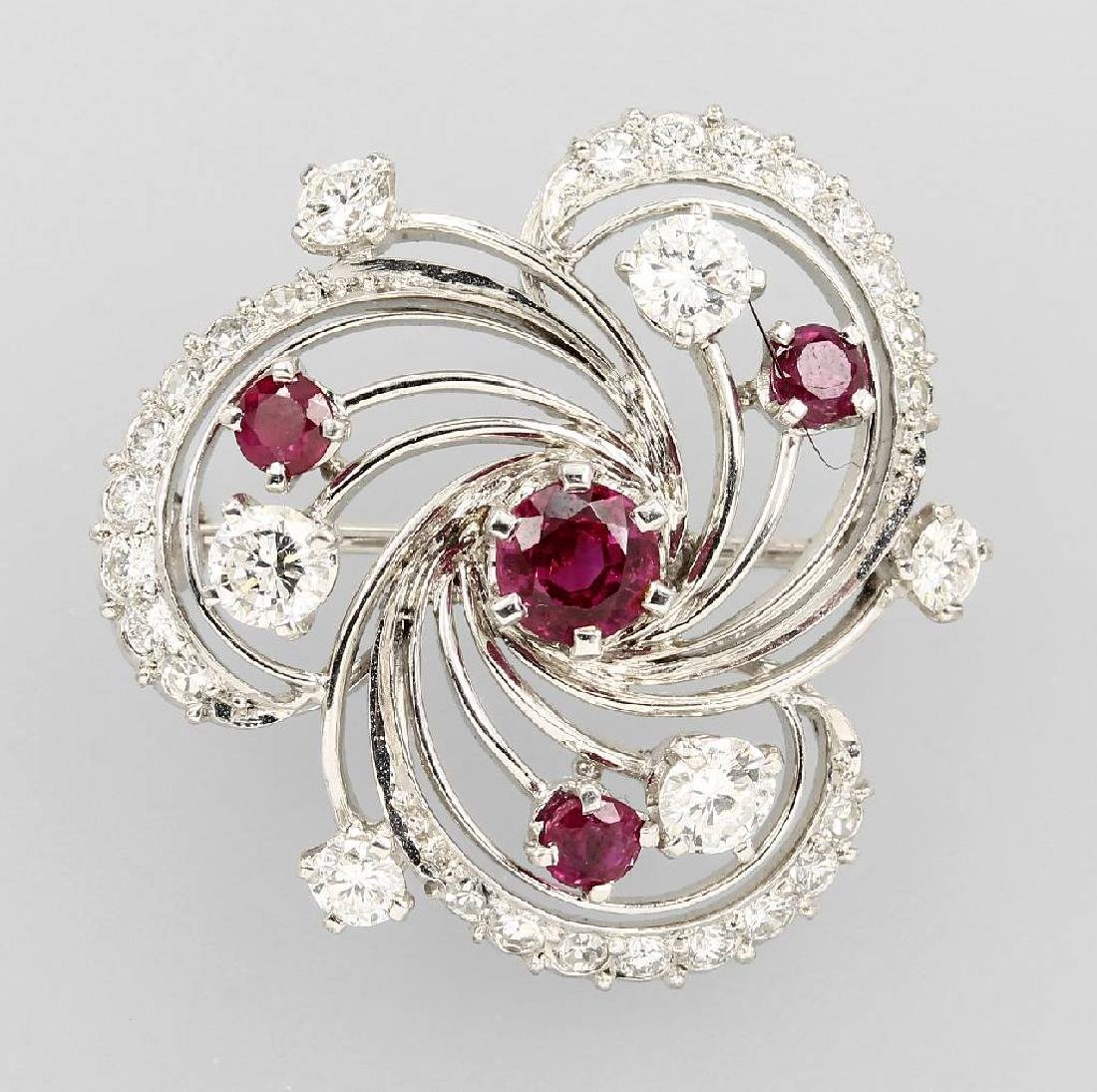 18 kt gold brooch with rubies and brilliants