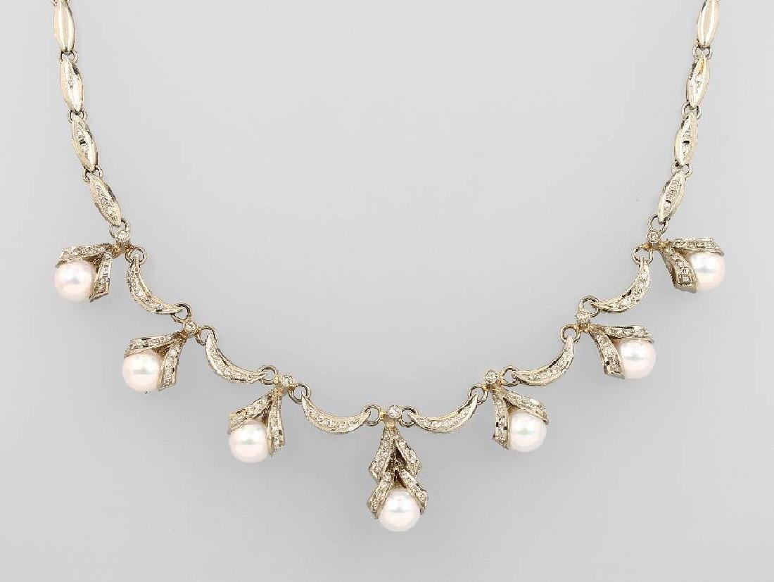 18 kt gold necklace with pearls and diamonds