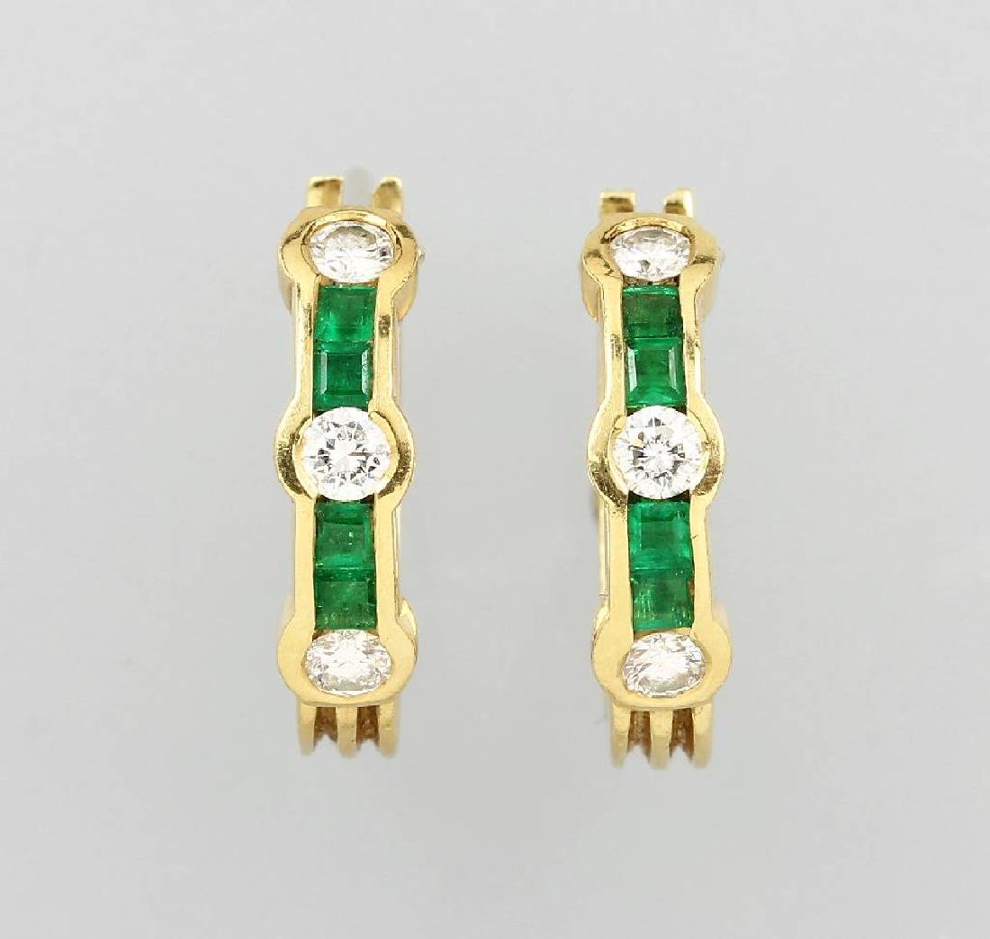 Pair of 18 kt gold hoop earrings with emeralds and