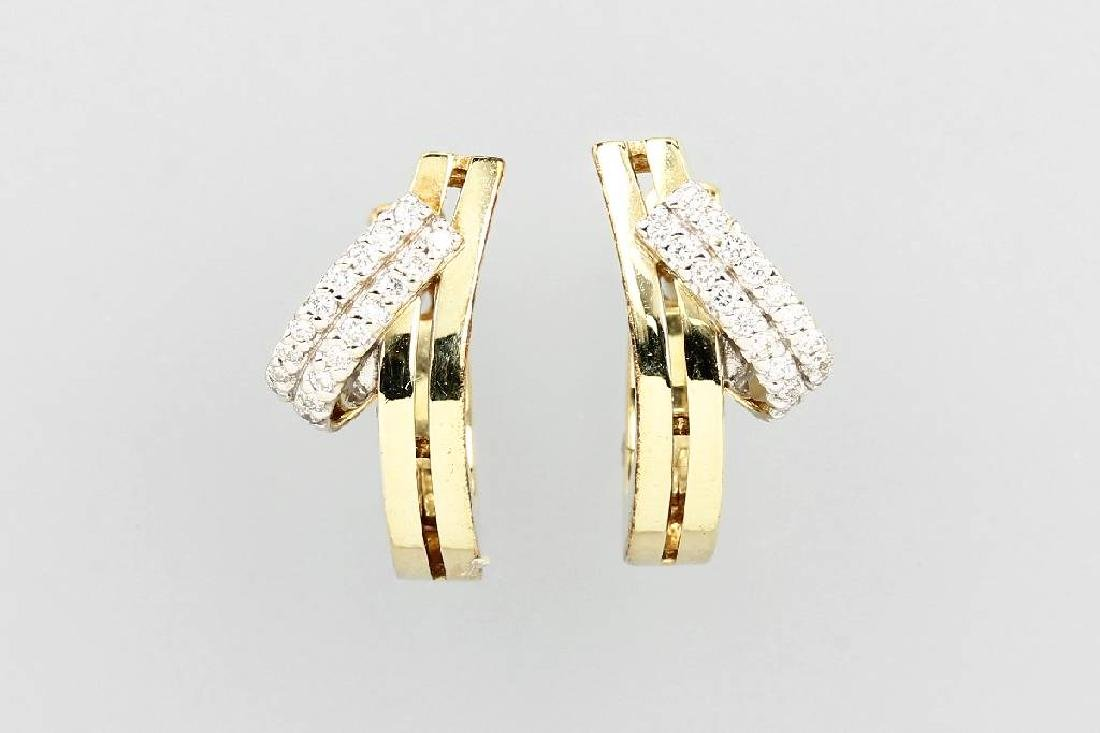 Pair of 14 kt gold earrings with brilliants