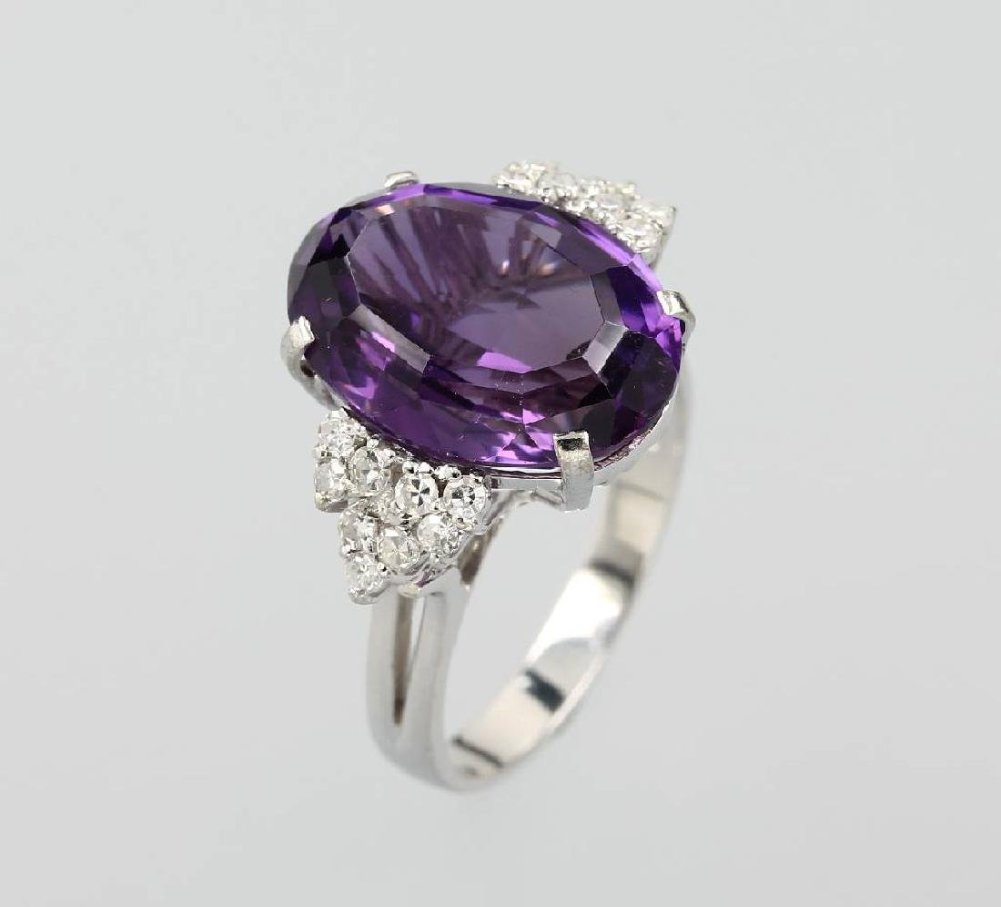 18 kt gold ring with amethyst and diamonds