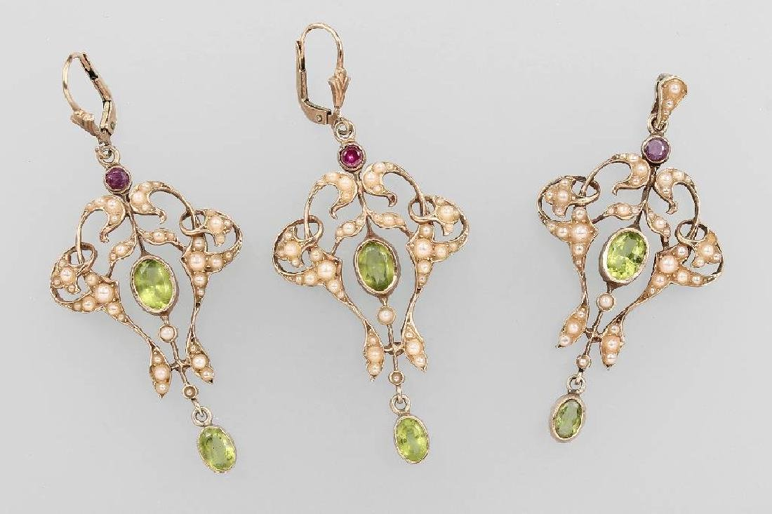 Jewelry set with pearl and coloured stones