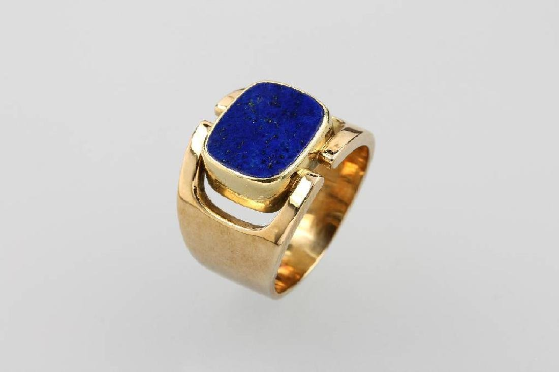 14 kt gold gents ring with lapis lazuli