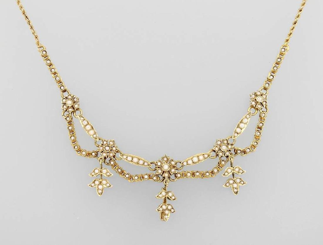 14 kt gold necklace with pearls