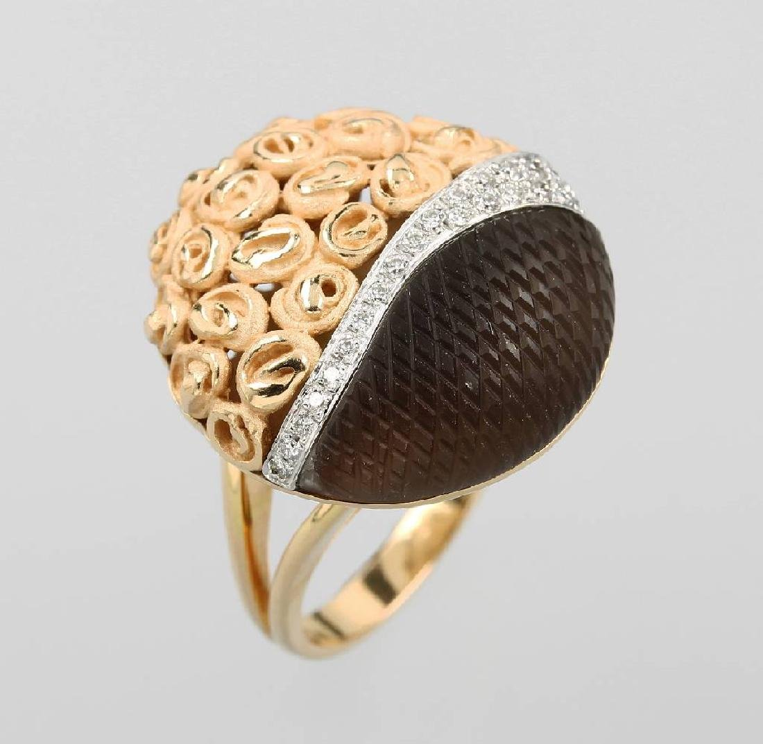18 kt gold extraordinary ring with smoky quartz and