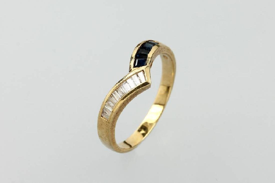 18 kt gold ring with diamonds and sapphires
