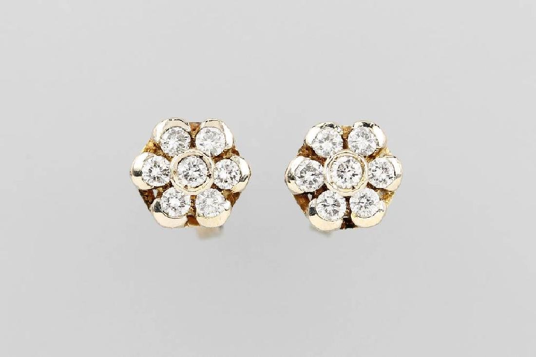 Pair of 18 kt gold blossom earrings with brilliants