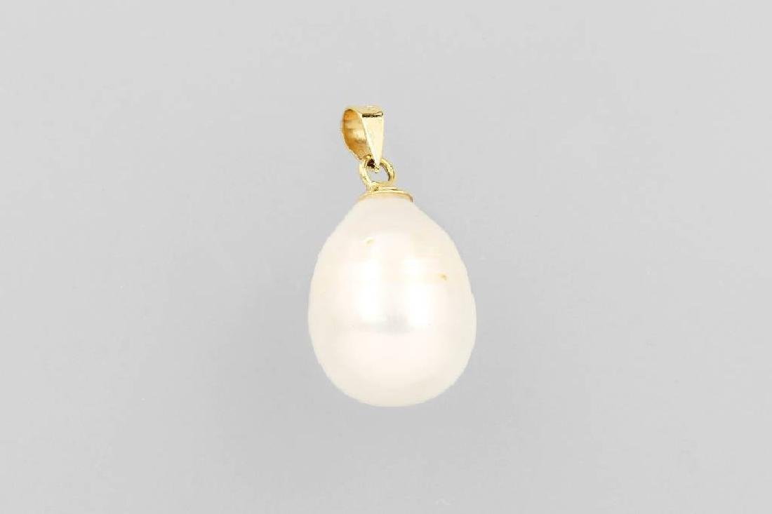 18 kt gold pendant with cultured south seas pearl