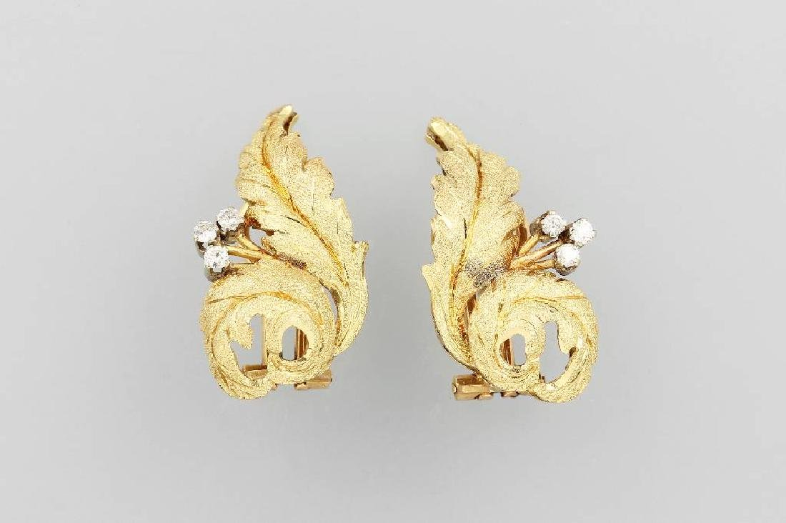 Pair of 18 kt gold earrings 'leaves' with brilliants