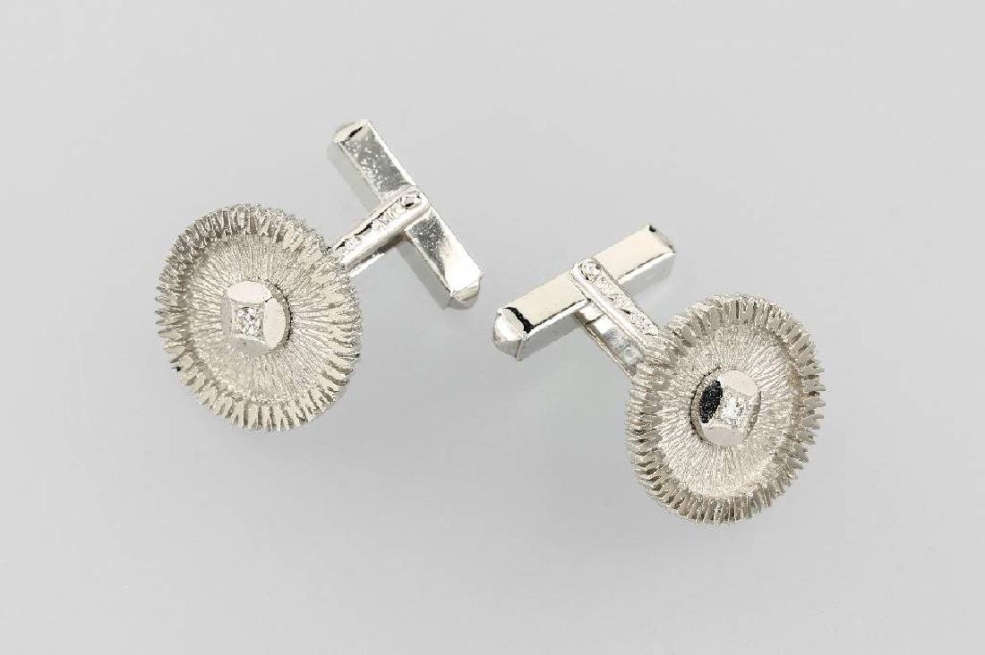 Pair of 14 kt gold cuff links with diamonds