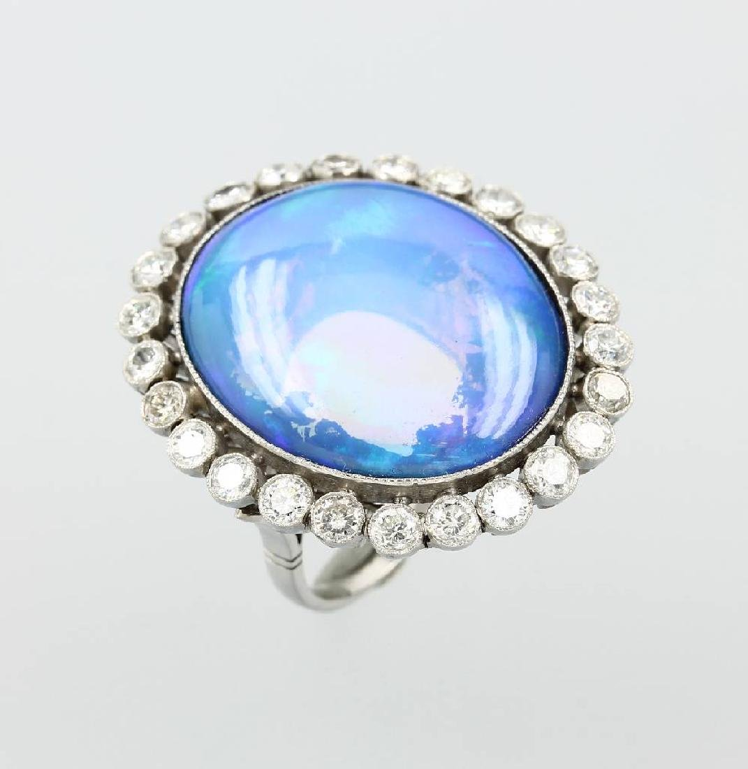 18 kt gold ring with opal and diamonds