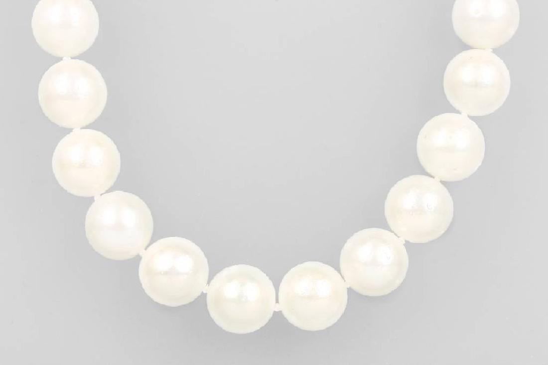 Necklace with south seas pearls