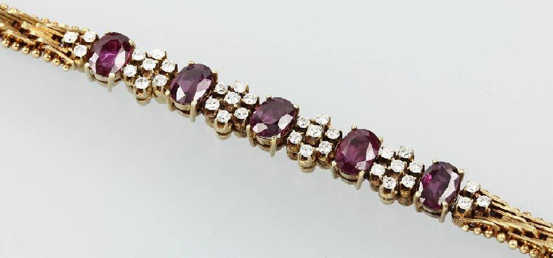 18 kt gold bracelet with rubies and brilliants