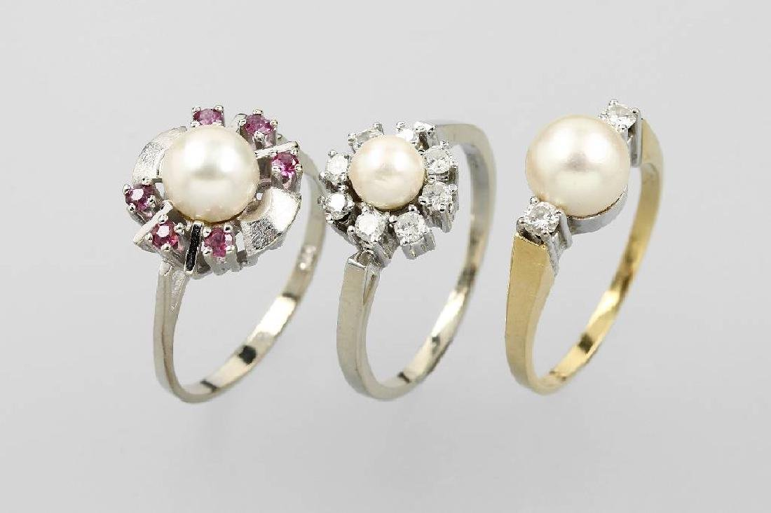 Lot 3 gold rings with pearls, rubies and diamonds