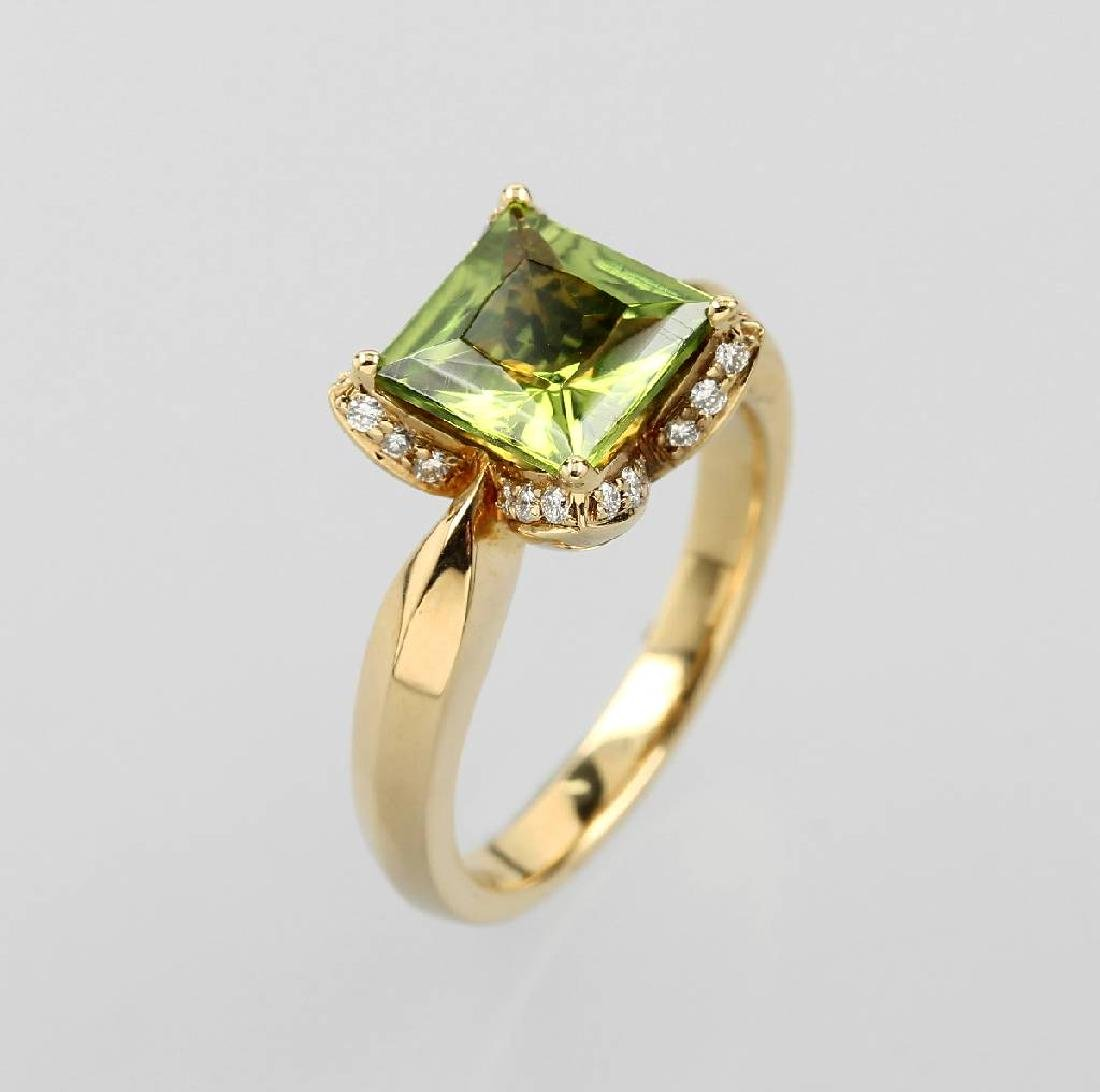 18 kt gold ring with peridot and brilliants