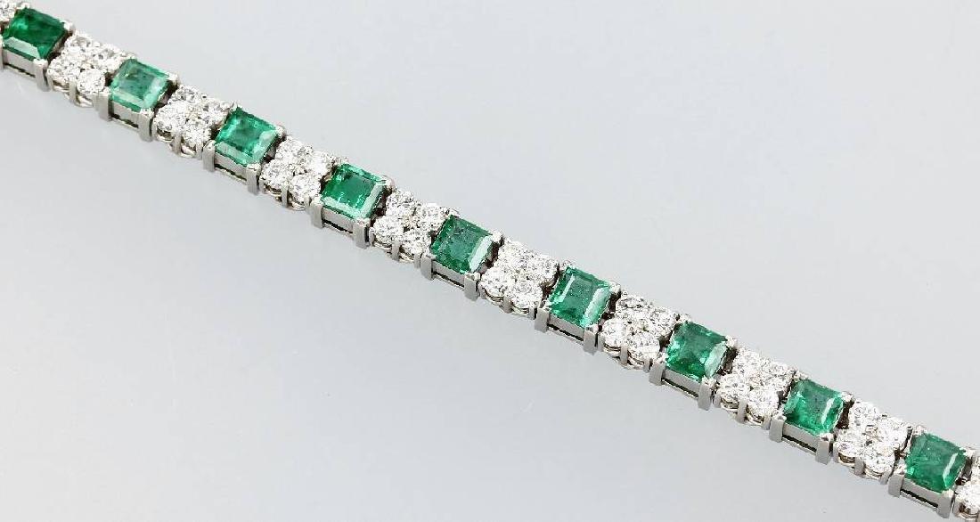 Platinum rivierebracelet with emeralds and brilliants