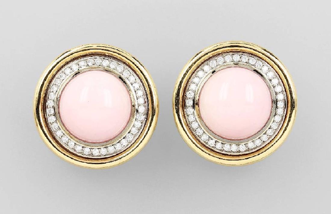 Pair of 18 kt gold earclips with pink opals and