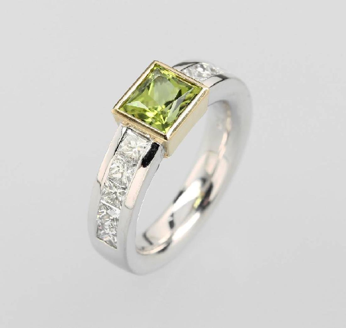 18 kt gold ring with peridot and diamonds