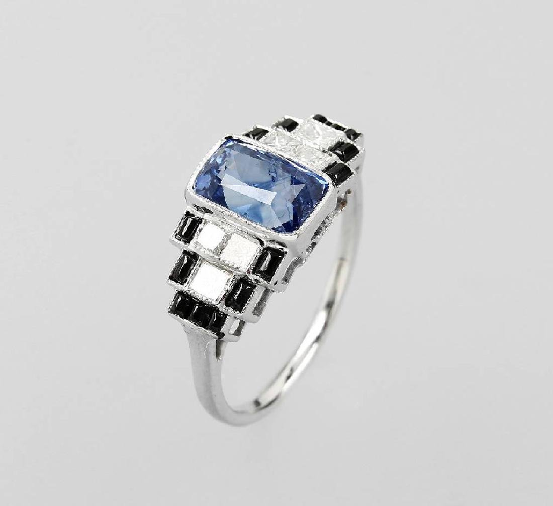 18 kt gold ring with sapphire, diamonds and enamel
