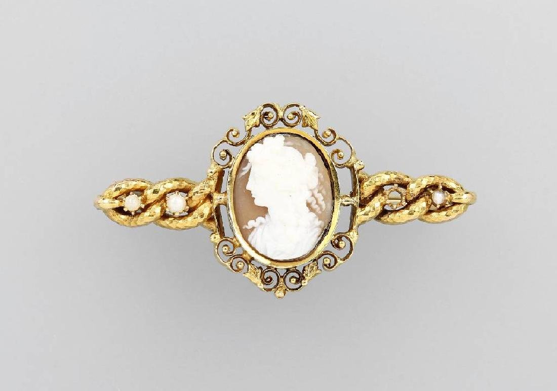 18 kt gold brooch with shell cameo