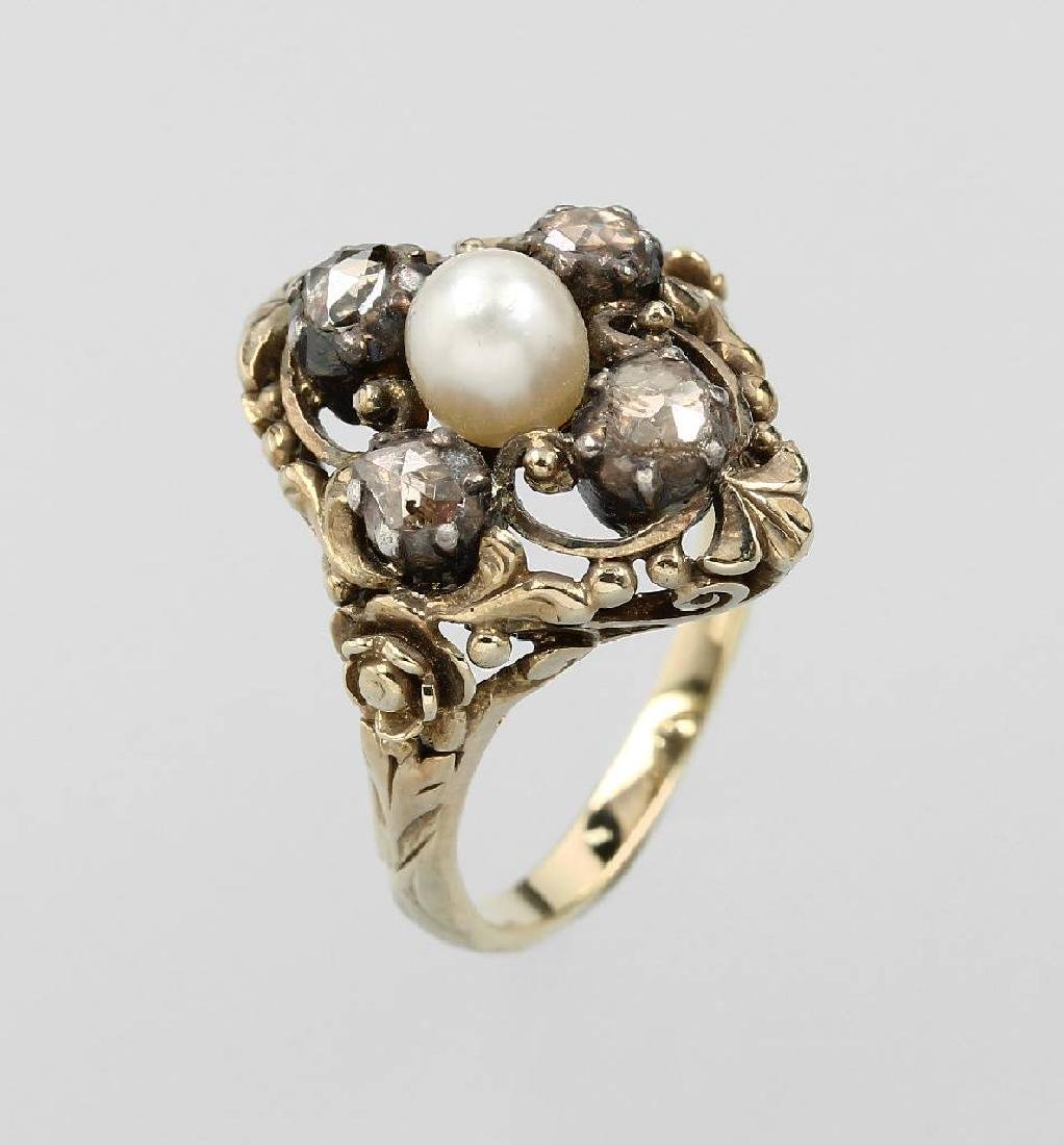 14 kt gold ring with pearl and diamonds