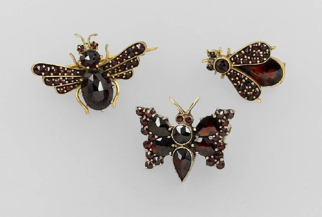 Lot 3 brooches with garnets, Bohemia approx. 1900/10s