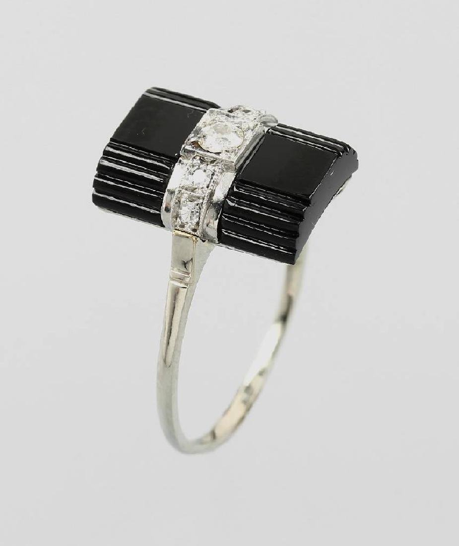 Art-Deco-Ring with onyx and diamonds, WG 750/000, 1930s