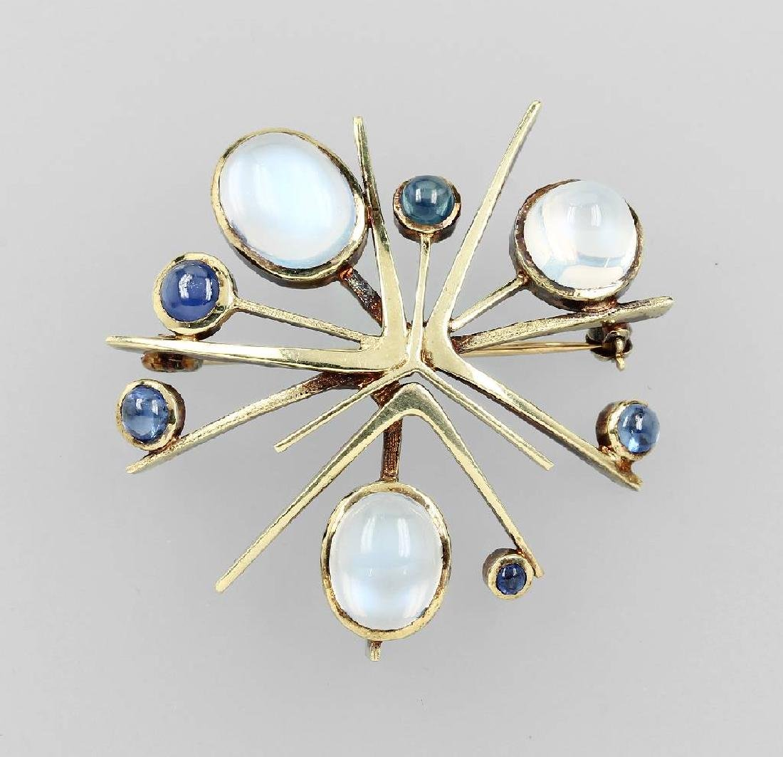 14 kt gold brooch with moonstone and sapphire