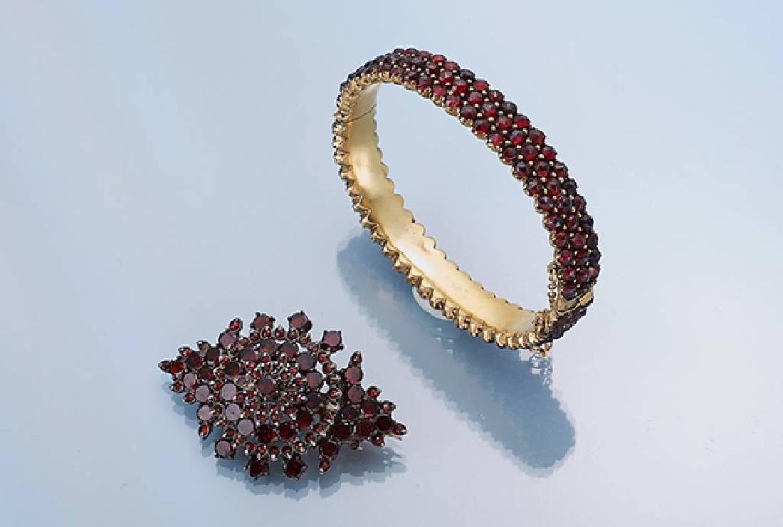 Lot with garnets: brooch and bangle, Bohemia approx.