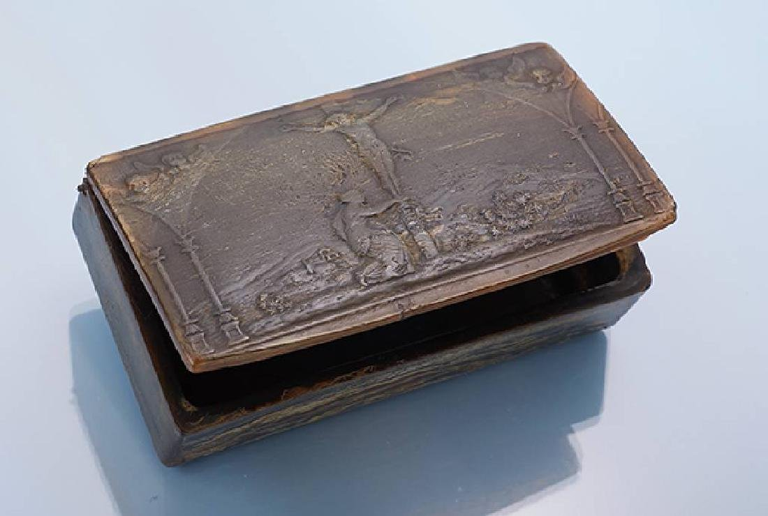 Snuff box, german approx. 1800, horn, cover slightly