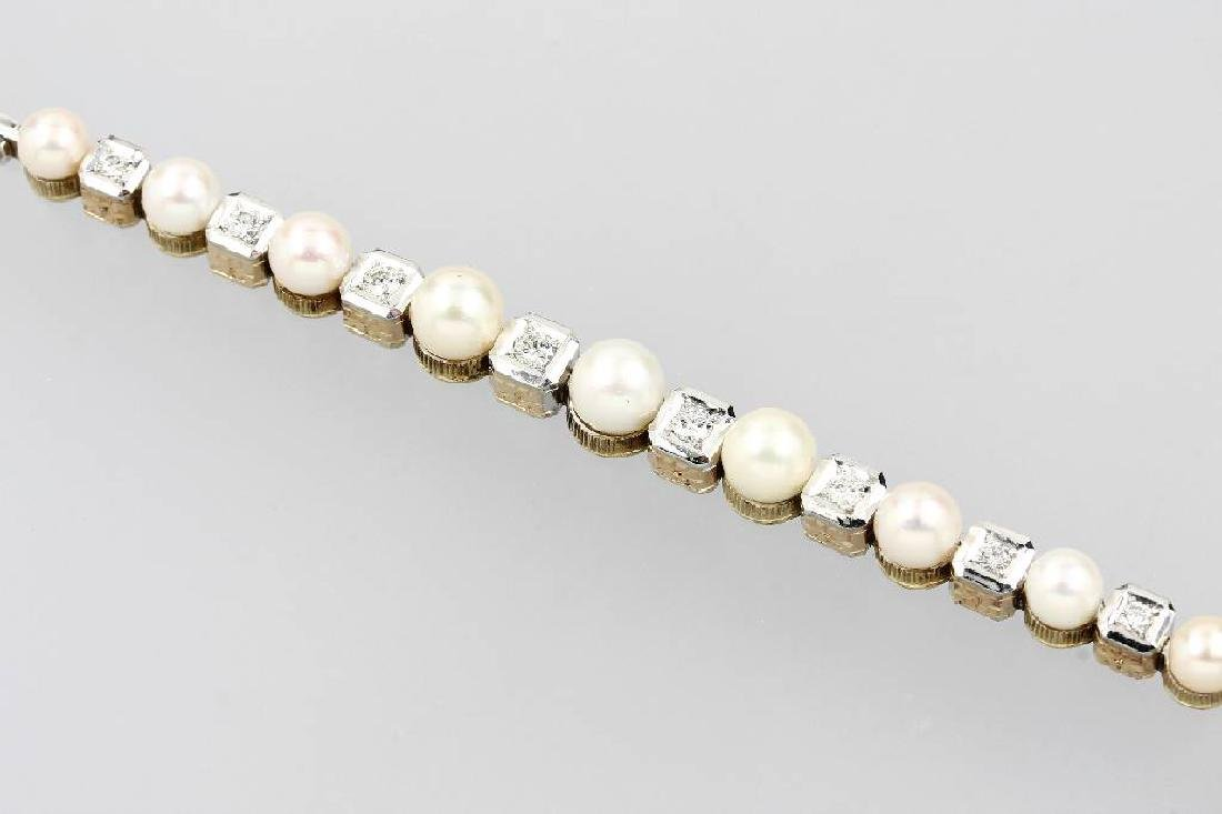 14 kt gold bracelet with pearls and diamonds