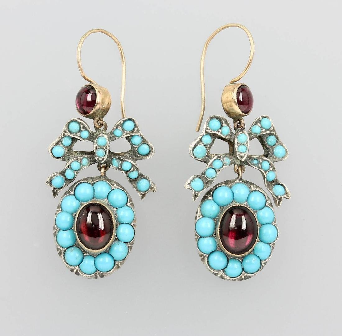 Pair of earrings with turquoises and garnets