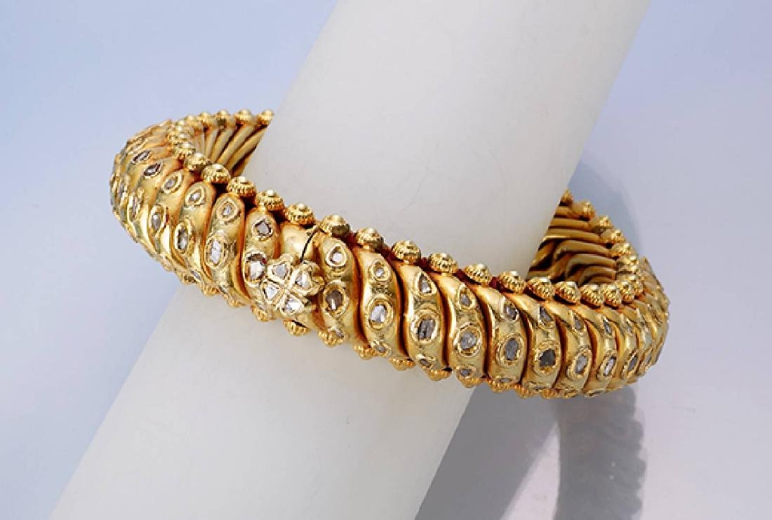 Unusual 18 kt gold bracelet with diamond roses