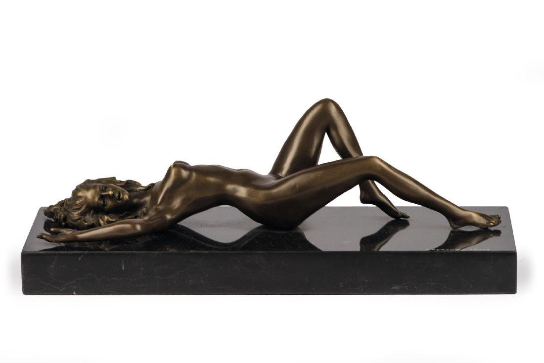 Raymondo, sculptor des 20.Jh, lying female nude, bronze