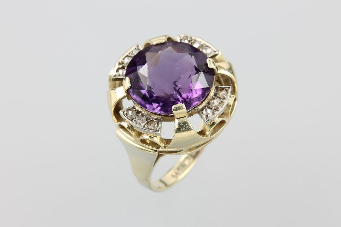 14 kt gold ring with amethyst and diamonds