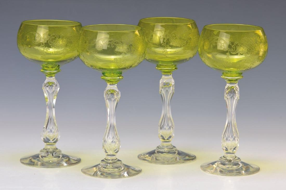 4 White wine glasses