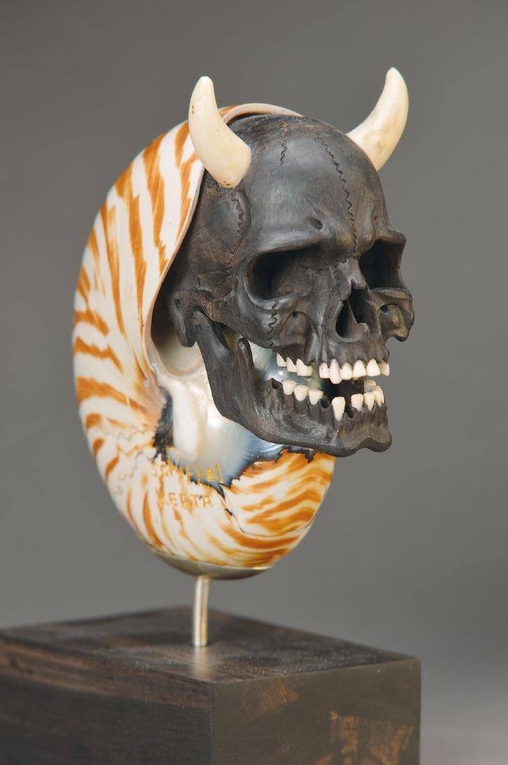 Memento-Mori-carving
