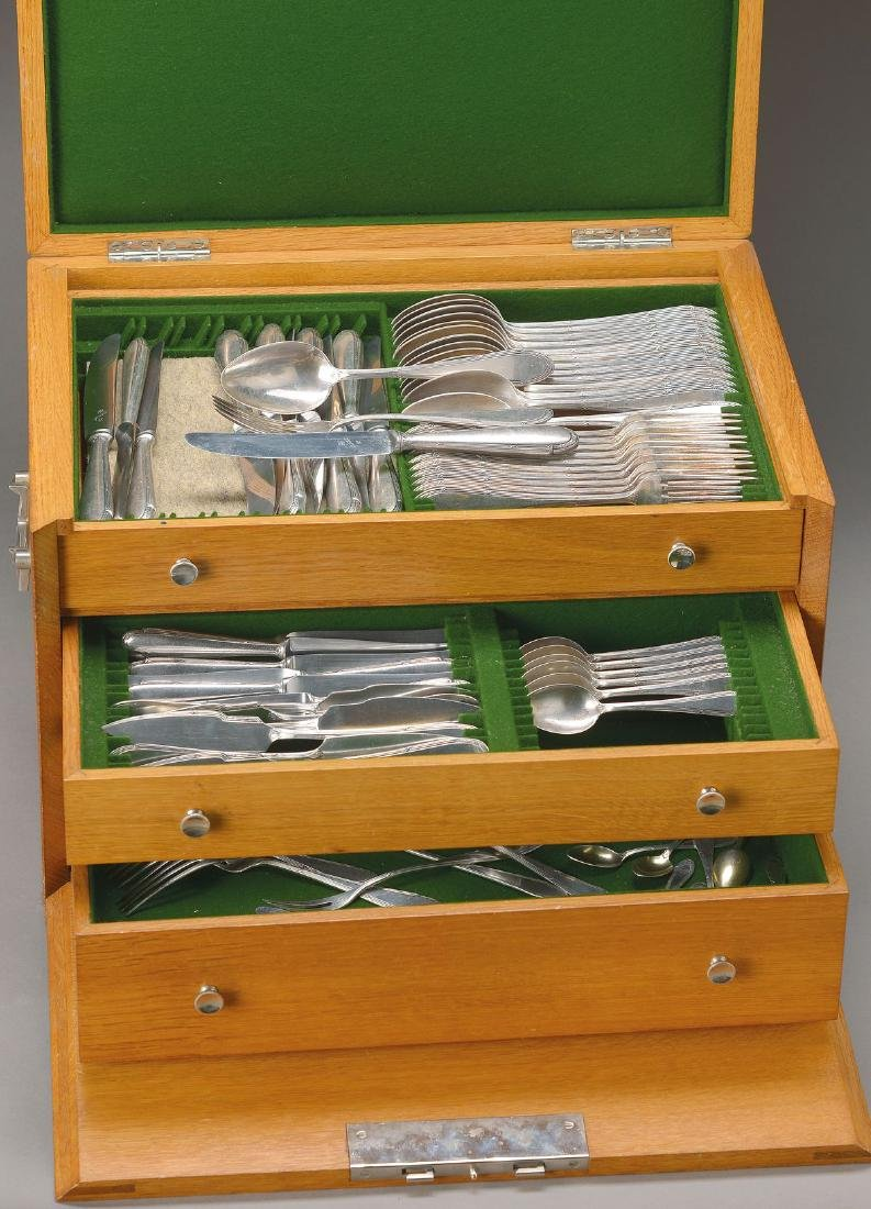 Dining cutlery in box