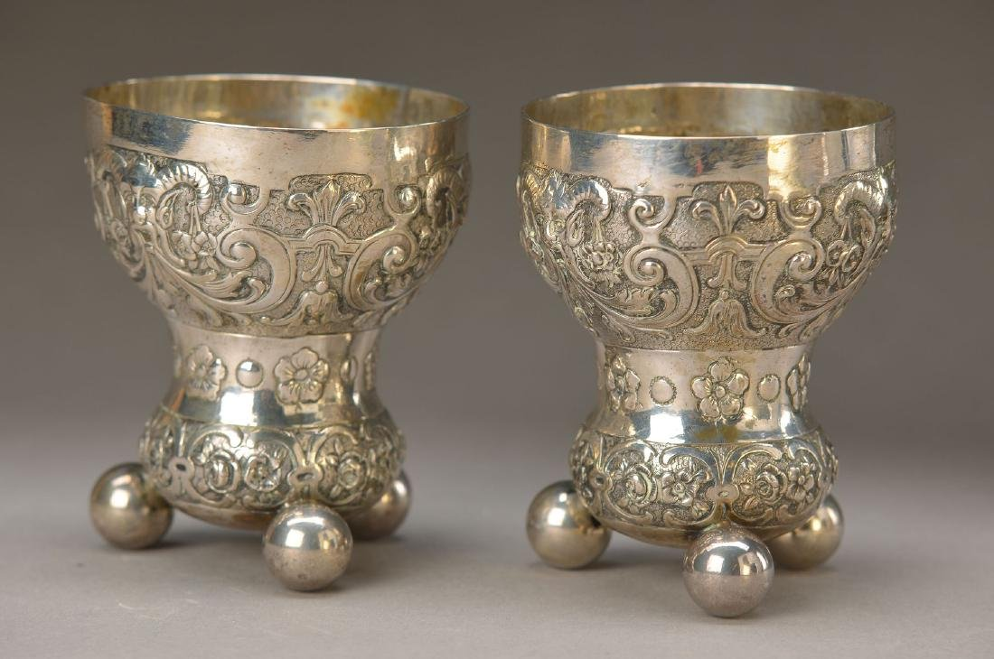 two beakers, German